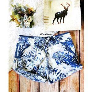 Free People linen beach shorts 🌿